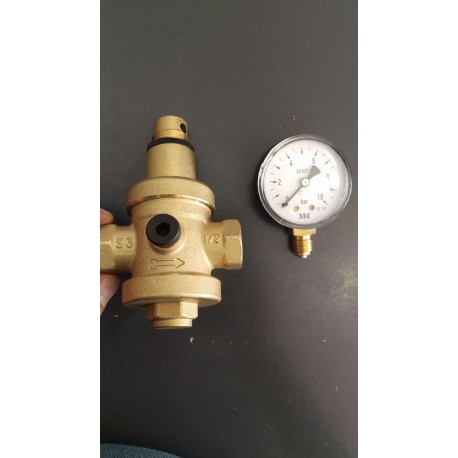 Reductor de presión regulable con manómetro